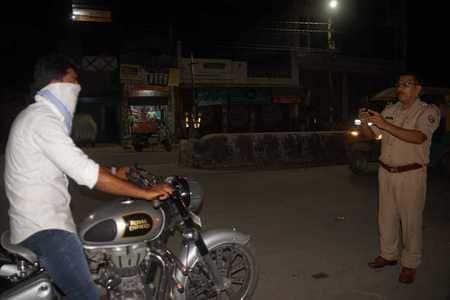 पुलिस के सामने स्टंटबाजी पड़ गई भारी
