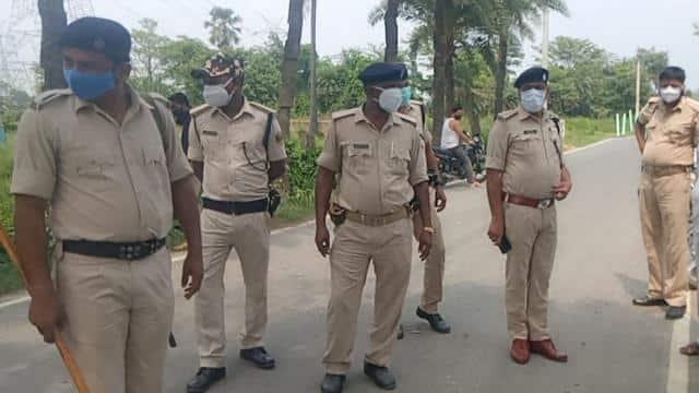 भागलपुर: पेट्रोल पंप मैनेजर को गोली मारकर 3 लाख लूटे, विरोध में ग्रामीणों ने किया सड़क जाम