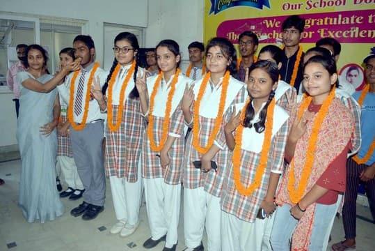 एसएन के 29 छात्रों ने बढ़ाया स्कूल का मान