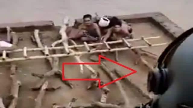 बाढ़ में छत पर फंसे लोगों को बचाने पहुंचा वायुसेना का ध्रुव, कभी भी डूब सकते थे