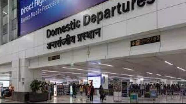 दिल्ली एयरपोर्ट पर 3 लोगों के पेट से 1.22 करोड़ का सोना बरामद