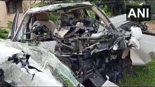 बेंगलुरु: पोल में कार टकराने से 7 की मौत, डीएमके विधायक वाई प्रकाश के बेटे-बहू भी मरने वालों में शामिल