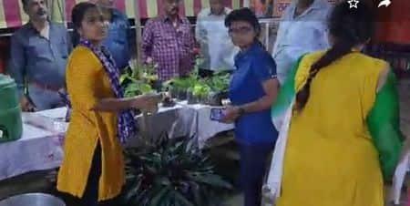 पथरचट्टी रामलीला कमेटी की ओर से आयोजित छह दिवसीय श्रीकृष्ण जन्म महोत्सव के दूसरे दिन मिर्जापुर की लोक गायिका उषा गुप्ता ने कजरी प्रस्तुत कर श्रोताओं...