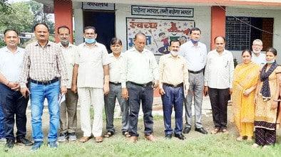 जसपुर में उप निदेशक ने स्कूलों का दौरा किया