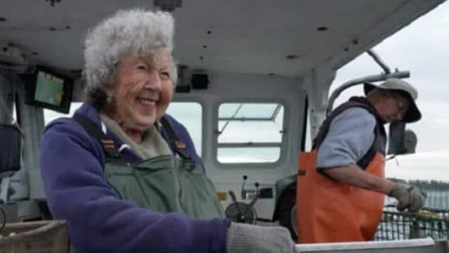 101 साल की यह महिला करती है खतरनाक जॉब, नहीं होना चाहती रिटायर