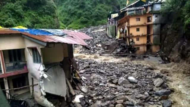उत्तराखंड : पिथौरागढ़ में बारिश से जनजीवन अस्त-व्यस्त, दो दर्जन सड़कें बंद