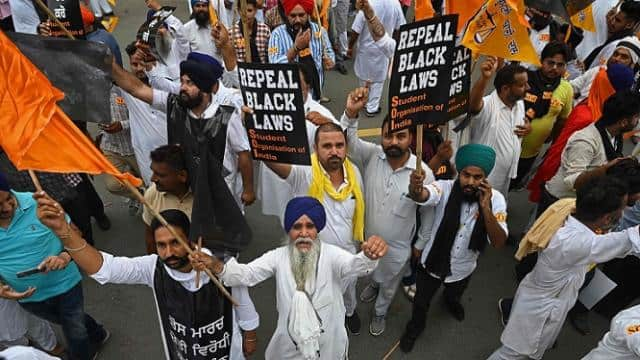 Shiromani Akali Dal (SAD) supporters and activists from various other groups take part in a protest march organised on the completion of one year of enactment of three farm laws in New Delhi on September 17, 2021. (Photo AFP)