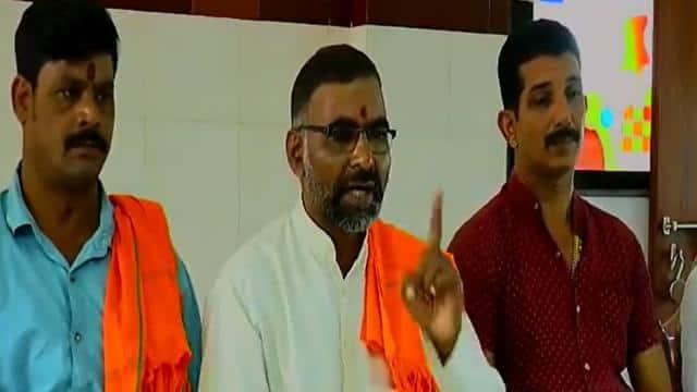 हिंदू महासभा की बीजेपी मंत्रियों को धमकी- गलतफहमी में न रहें, हिंदुओं की रक्षा के लिए हमने गांधी को भी नहीं बख्शा