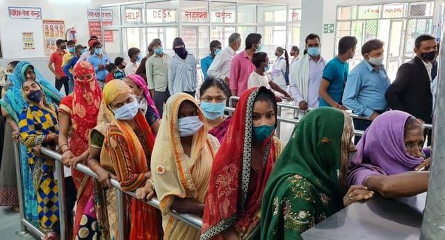 बीमारों से भरी ओपीडी, इलाज को छटपटाते रहे