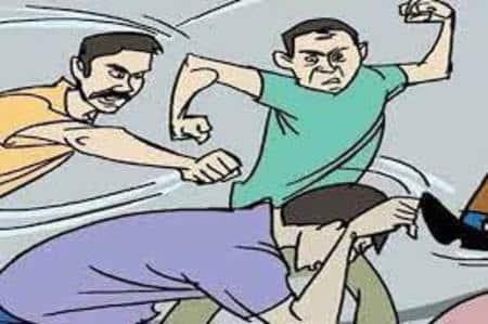 खेत के विवाद में हमलावरों ने पिता, पुत्र को पीटा
