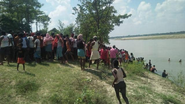 बिहार: मोतिहारी में सिकरहना नदी में नाव पलटी, एक की मौत, दो लापता