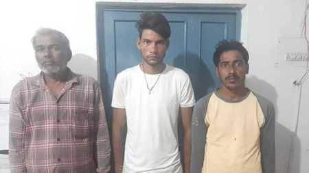 परिवार पर हुए हमले में तीन गिरफ्तार