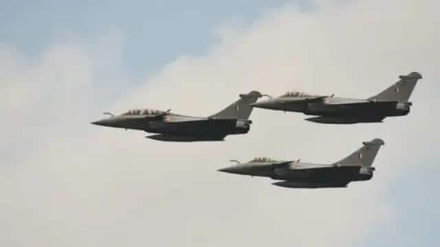 भारत को मिलने जा रहे हैं तीन और राफेल लड़ाकू विमान, आज रात जामनगर में होगी लैंडिंग